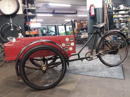 Totaal lot fiets onderdelen van vroeger en nu! Nieuwe oude stok!