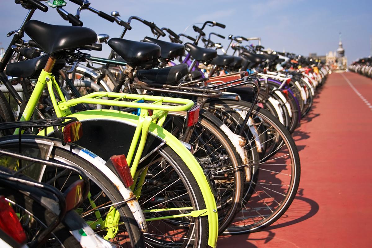 L'assurance familiale couvre aussi les dégâts que vous causez à vélo à des tiers.