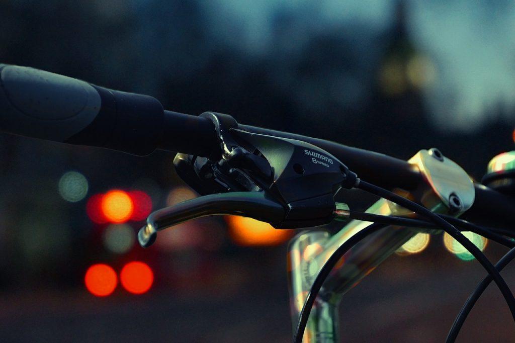 Changement d'heure : des kits d'éclairage gratuits pour les cyclistes bruxellois
