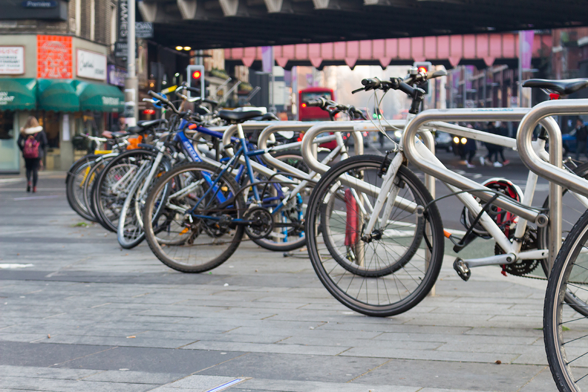Voor een gewone elektrische fiets heb je geen rijbewijs nodig