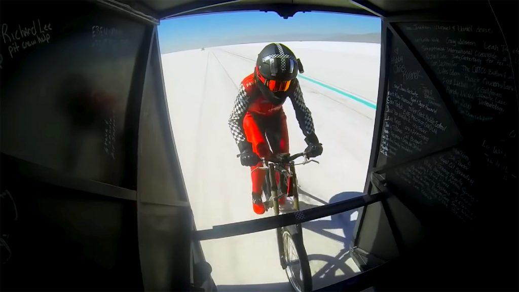 Denise Mueller-Korenek breekt snelste fiets record